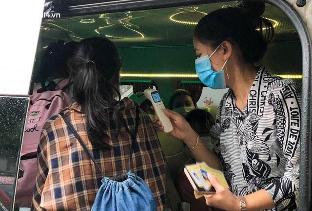 Hà Nội: Hàng trăm sinh viên KTX Mỹ Đình 2 đội mưa chuyển đồ, nhường chỗ cho khu cách ly Covid-19 - Ảnh 17.