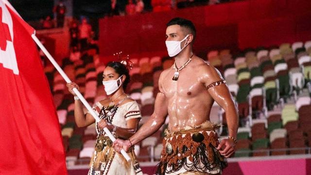 Chân dung VĐV ngực trần hot nhất Lễ khai mạc Olympic Tokyo 2020 khiến cộng đồng mạng bấn loạn - Ảnh 2.