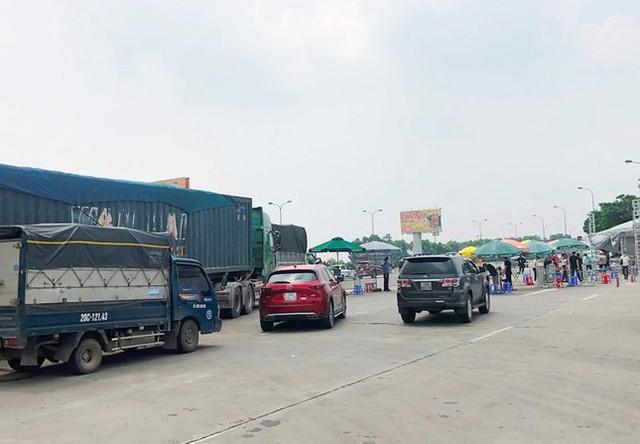 Hà Nội đóng cửa ngõ, cấm xe cá nhân ra vào thành phố - Ảnh 2.