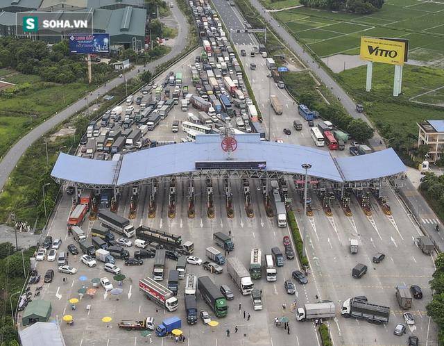 Hà Nội giãn cách xã hội, cao tốc Pháp Vân - Cầu Giẽ 80% xe phải quay đầu, nhiều tài xế bất ngờ, to tiếng với CSGT - Ảnh 14.