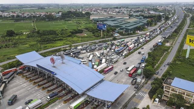 Hà Nội giãn cách xã hội, cao tốc Pháp Vân - Cầu Giẽ 80% xe phải quay đầu, nhiều tài xế bất ngờ, to tiếng với CSGT - Ảnh 15.