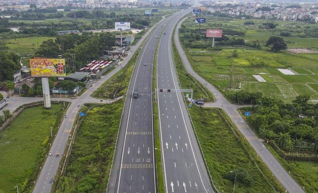 Hà Nội giãn cách xã hội, cao tốc Pháp Vân - Cầu Giẽ 80% xe phải quay đầu, nhiều tài xế bất ngờ, to tiếng với CSGT - Ảnh 17.