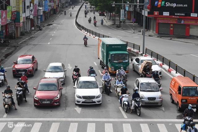 Hà Nội ngày đầu giãn cách: Nhân viên một siêu thị đi chợ hộ người dân - Ảnh 3.
