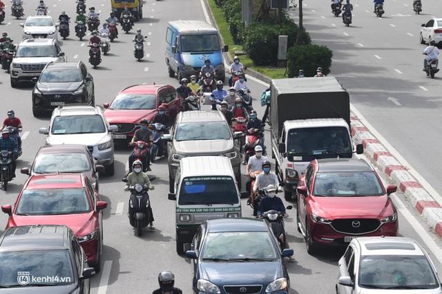 Hà Nội ngày đầu giãn cách: Nhân viên một siêu thị đi chợ hộ người dân - Ảnh 4.