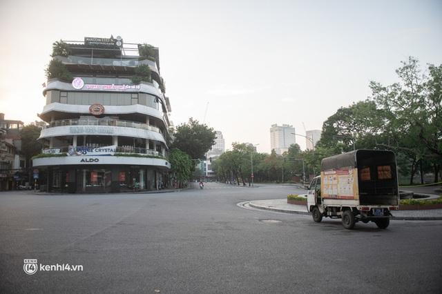 Quán xá Hà Nội đồng loạt đóng cửa, không một bóng dáng shipper trong ngày đầu thực hiện chỉ thị 16 - Ảnh 5.