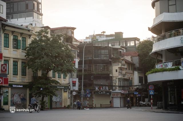 Quán xá Hà Nội đồng loạt đóng cửa, không một bóng dáng shipper trong ngày đầu thực hiện chỉ thị 16 - Ảnh 6.