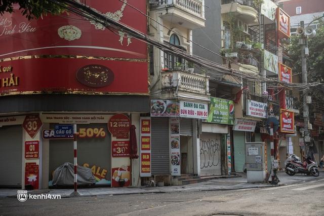 Quán xá Hà Nội đồng loạt đóng cửa, không một bóng dáng shipper trong ngày đầu thực hiện chỉ thị 16 - Ảnh 7.