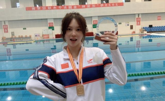 Đội trưởng đội bóng nước nữ Trung Quốc khiến MXH điên đảo chỉ sau 1 bức ảnh thi Olympic với nhan sắc cực phẩm, soi profile lại càng mê mệt - Ảnh 2.