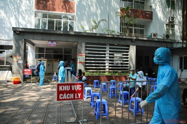 Hà Nội ghi nhận thêm 24 trường hợp mắc COVID-19 mới ở 7 quận, huyện - Ảnh 1.