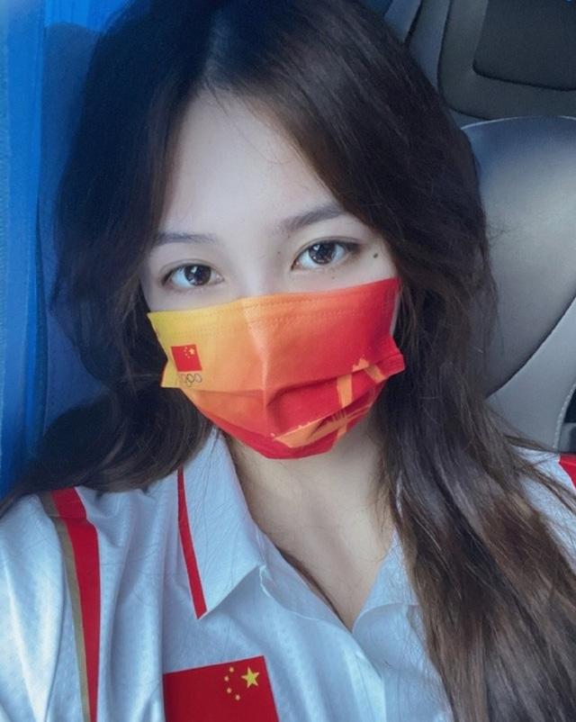 Đội trưởng đội bóng nước nữ Trung Quốc khiến MXH điên đảo chỉ sau 1 bức ảnh thi Olympic với nhan sắc cực phẩm, soi profile lại càng mê mệt - Ảnh 3.