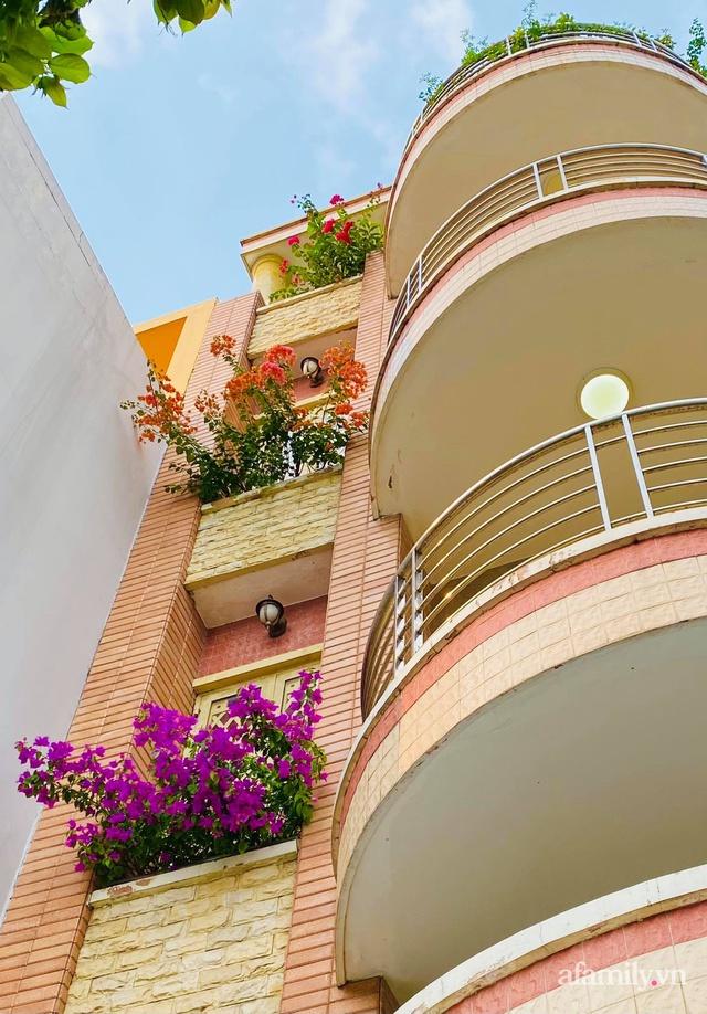 Sân thượng phủ kín hoa hồng và rau quả sạch ở Sài Gòn của Hoa hậu Janny Thủy Trần - Ảnh 22.