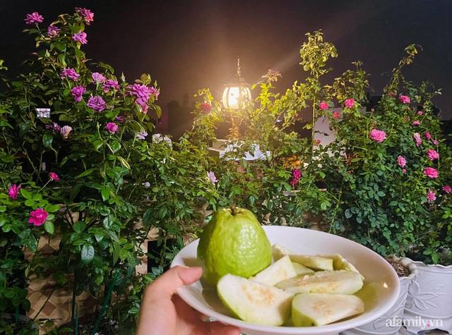 Sân thượng phủ kín hoa hồng và rau quả sạch ở Sài Gòn của Hoa hậu Janny Thủy Trần - Ảnh 23.