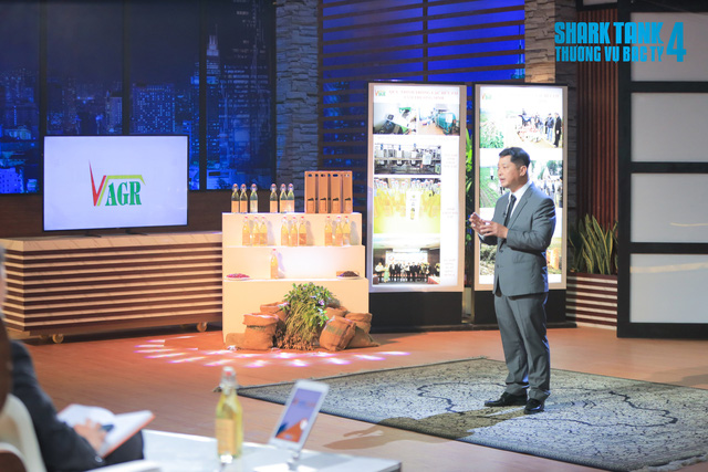 Thường xuyên lúng túng trước những vặn hỏi về thuật ngữ chuyên môn của Shark Phú, startup dầu lạc Tâm Trường Sinh vẫn ra về với 10 tỷ đồng - Ảnh 1.