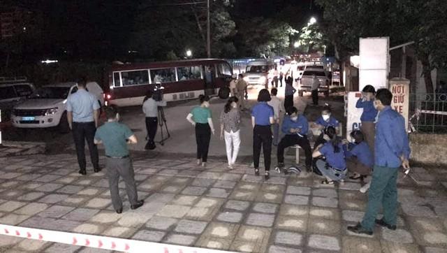 Xúc động đón hơn 800 công dân từ TP.HCM hồi hương về Hà Tĩnh - Ảnh 17.
