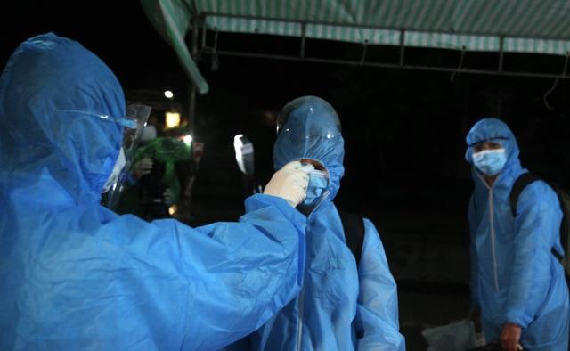 Xúc động đón hơn 800 công dân từ TP.HCM hồi hương về Hà Tĩnh - Ảnh 6.