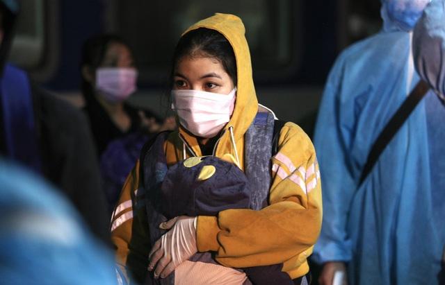 Xúc động đón hơn 800 công dân từ TP.HCM hồi hương về Hà Tĩnh - Ảnh 7.