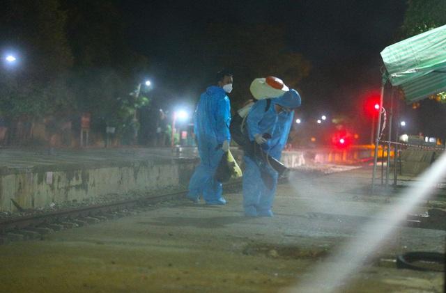 Xúc động đón hơn 800 công dân từ TP.HCM hồi hương về Hà Tĩnh - Ảnh 10.