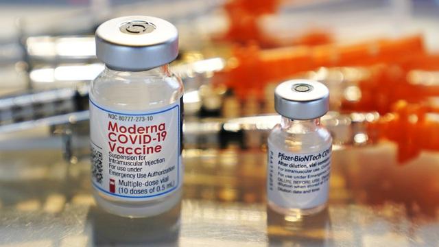 Pfizer vs Moderna: Cuộc đại chiến chẳng khác gì 'Coca vs Pepsi' trong mảng vaccine chống dịch Covid-19 - Ảnh 1.