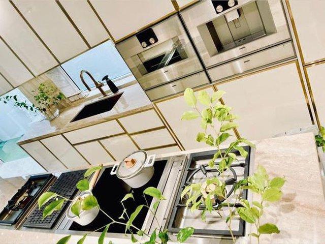 Hồ Ngọc Hà khoe biệt thự mới 30 tỷ đồng: Nội thất căn bếp hàng trăm triệu đồng, góc nào trong nhà cũng xịn như studio - Ảnh 6.