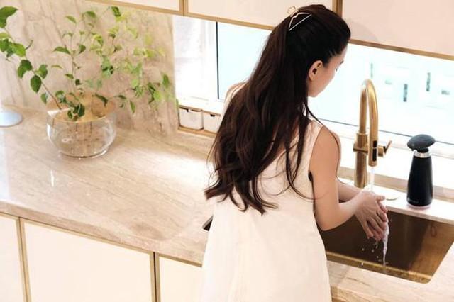 Hồ Ngọc Hà khoe biệt thự mới 30 tỷ đồng: Nội thất căn bếp hàng trăm triệu đồng, góc nào trong nhà cũng xịn như studio - Ảnh 7.