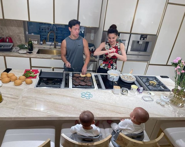 Hồ Ngọc Hà khoe biệt thự mới 30 tỷ đồng: Nội thất căn bếp hàng trăm triệu đồng, góc nào trong nhà cũng xịn như studio - Ảnh 9.
