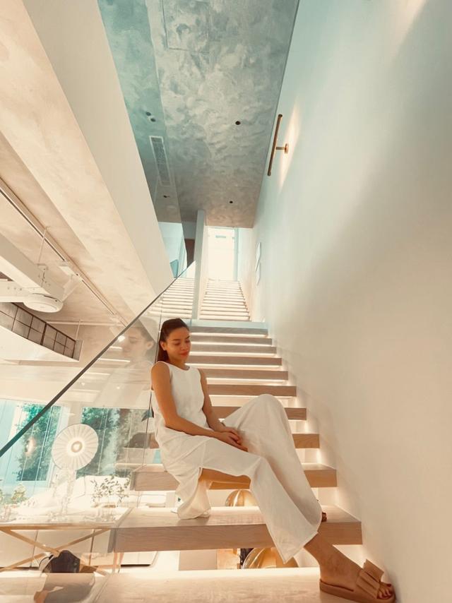 Hồ Ngọc Hà khoe biệt thự mới 30 tỷ đồng: Nội thất căn bếp hàng trăm triệu đồng, góc nào trong nhà cũng xịn như studio - Ảnh 5.