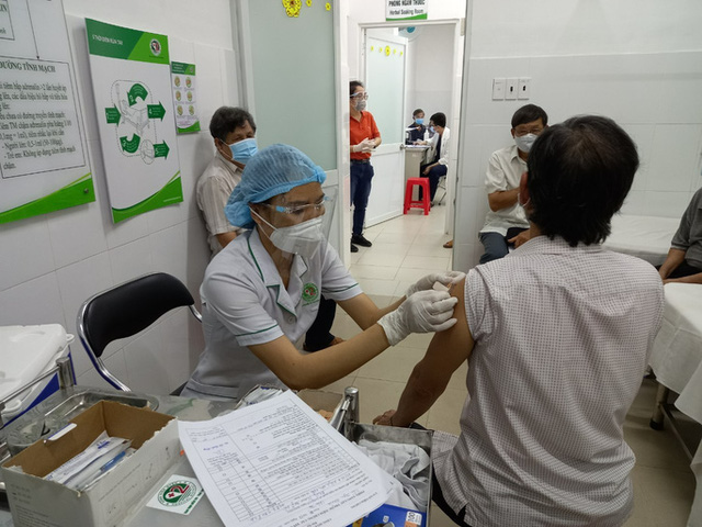 Việt Nam chưa tiêm vắc-xin Covid-19 cho đối tượng dưới 18 tuổi  - Ảnh 1.