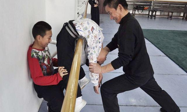 Giấc mơ vô địch Olympic của những đứa trẻ ở lò đào tạo thể thao Trung Quốc: Đánh đổi tuổi thơ bằng máu, mồ hôi và nước mắt  - Ảnh 2.