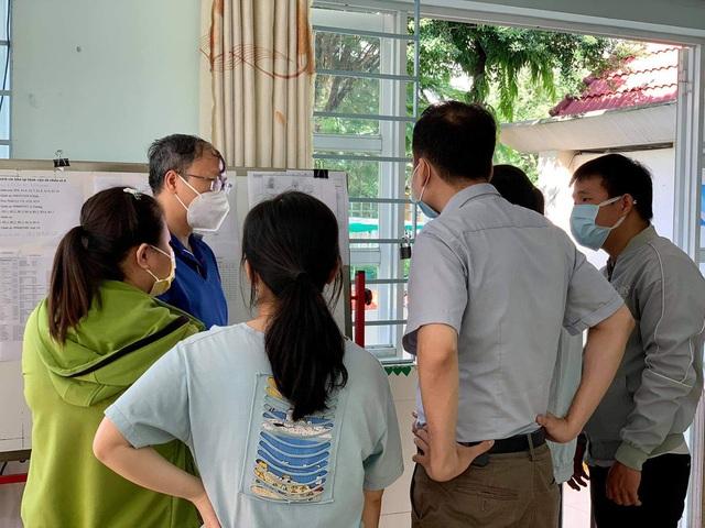 Những công việc không tên khổng lồ ở bệnh viện dã chiến TP HCM - Ảnh 2.