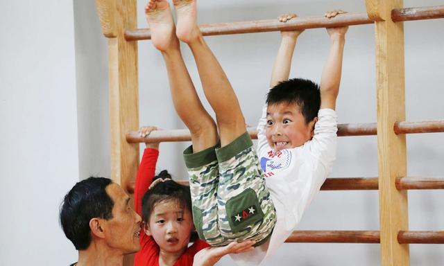 Giấc mơ vô địch Olympic của những đứa trẻ ở lò đào tạo thể thao Trung Quốc: Đánh đổi tuổi thơ bằng máu, mồ hôi và nước mắt  - Ảnh 14.