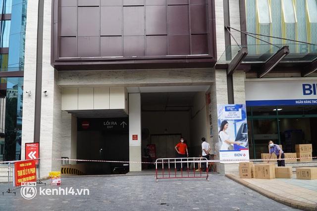 NÓNG: Đang phong toả Vincom Bà Triệu, truy vết khẩn cấp liên quan bảo vệ nghi nhiễm Covid-19 - Ảnh 3.