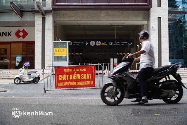 NÓNG: Đang phong toả Vincom Bà Triệu, truy vết khẩn cấp liên quan bảo vệ nghi nhiễm Covid-19 - Ảnh 4.