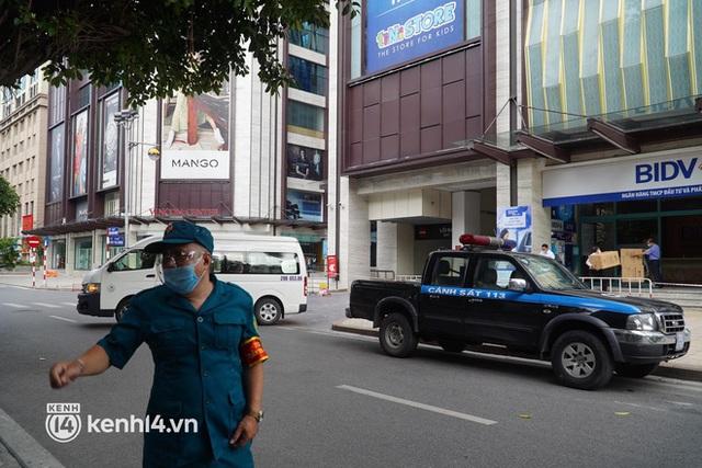 NÓNG: Đang phong toả Vincom Bà Triệu, truy vết khẩn cấp liên quan bảo vệ nghi nhiễm Covid-19 - Ảnh 6.