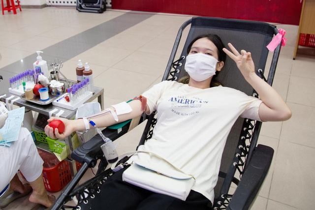 Ngân hàng máu kêu cứu vì nguồn dự trữ cạn kiệt, các điểm hiến máu vắng bóng người do dịch COVID-19 - Ảnh 6.
