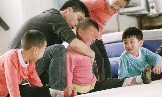 Giấc mơ vô địch Olympic của những đứa trẻ ở lò đào tạo thể thao Trung Quốc: Đánh đổi tuổi thơ bằng máu, mồ hôi và nước mắt  - Ảnh 6.