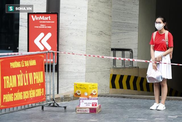 Vào Trung tâm thương mại mua hàng, ra cửa thấy toà nhà bị phong toả khiến nam thanh niên ngỡ ngàng - Ảnh 8.