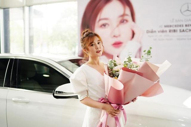Nhóm hài giàu nhất Việt Nam: Người sắm Mercedes C Class 2018 tiền tỷ, vung tay chi trăm triệu kỉ niệm 3 tháng yêu đương, người mua Mercedes E250 sang trọng - Ảnh 5.