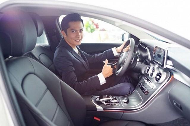 Nhóm hài giàu nhất Việt Nam: Người sắm Mercedes C Class 2018 tiền tỷ, vung tay chi trăm triệu kỉ niệm 3 tháng yêu đương, người mua Mercedes E250 sang trọng - Ảnh 3.