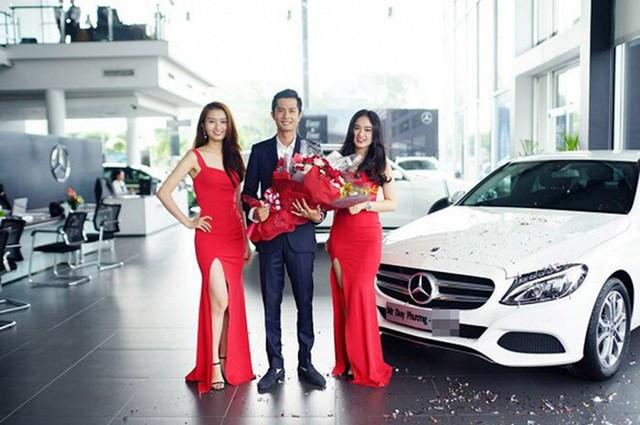 Nhóm hài giàu nhất Việt Nam: Người sắm Mercedes C Class 2018 tiền tỷ, vung tay chi trăm triệu kỉ niệm 3 tháng yêu đương, người mua Mercedes E250 sang trọng - Ảnh 2.