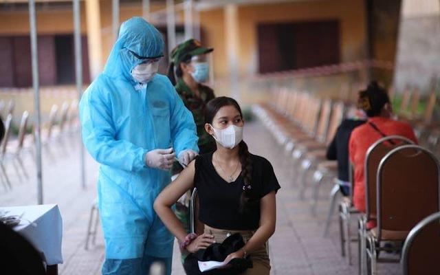Campuchia thực hiện chiến dịch tiêm chủng 'nở hoa', đặt mục tiêu miễn dịch cộng đồng vào cuối năm 2021 - Ảnh 1.