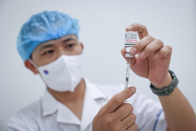 Bộ trưởng Bộ Y tế: Dịch đang ở giai đoạn tấn công, một thời gian ngắn nữa sẽ có nhiều bệnh nhân nặng - Ảnh 2.