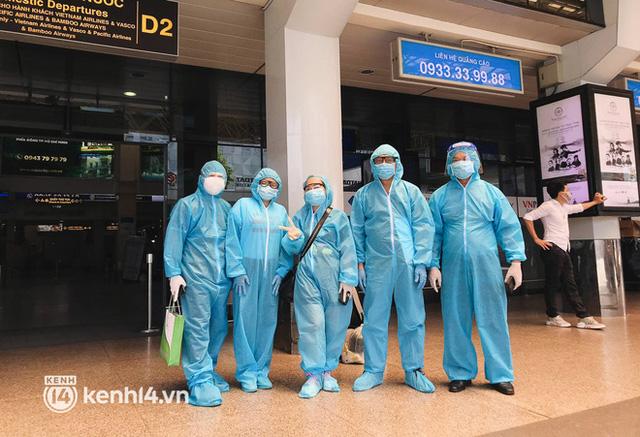 Chuyến bay miễn phí thứ 4 cất cánh rời TP.HCM, đã có 763 người Bình Định về quê tránh dịch - Ảnh 2.