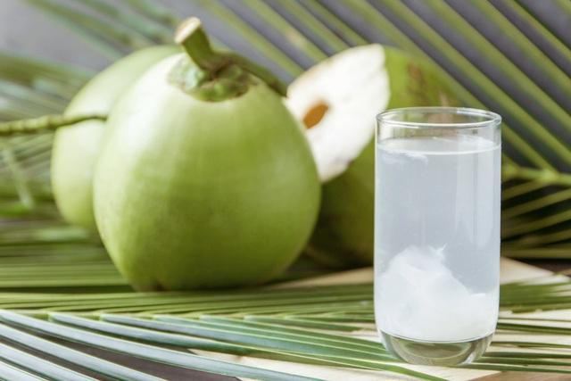 Nước dừa tốt nhưng đây là 6 tác dụng phụ khiến chúng trở nên nguy hiểm cho cơ thể, cần cảnh giác khi dùng  - Ảnh 1.