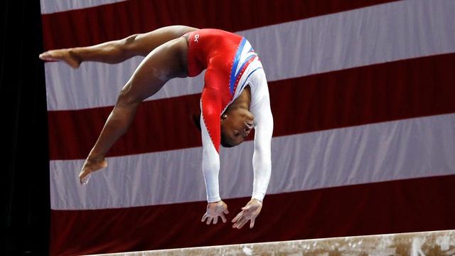 Biểu tượng thể thao Mỹ gây chấn động khi bỏ cuộc ở Olympic Tokyo 2020: Giọt nước mắt sau bao năm kìm nén từ quá khứ bị lạm dụng tình dục - Ảnh 3.