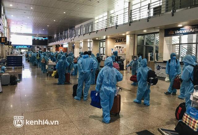 Chuyến bay miễn phí thứ 4 cất cánh rời TP.HCM, đã có 763 người Bình Định về quê tránh dịch - Ảnh 4.