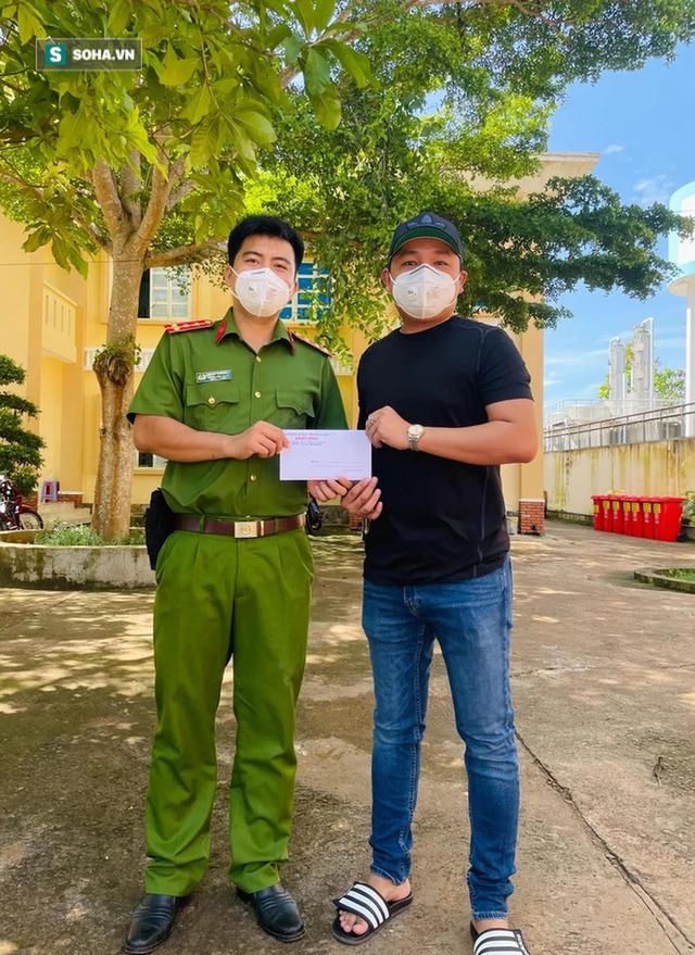 Giám đốc Đồng Nai tặng nguyên xe băng vệ sinh cho khu phong tỏa: Vì phụ nữ là để yêu thương - Ảnh 5.