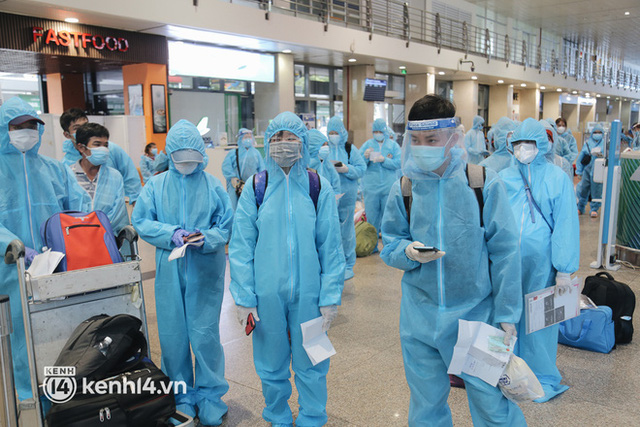 Chuyến bay miễn phí thứ 4 cất cánh rời TP.HCM, đã có 763 người Bình Định về quê tránh dịch - Ảnh 8.