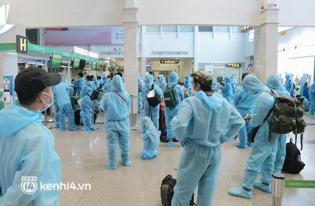 Chuyến bay miễn phí thứ 4 cất cánh rời TP.HCM, đã có 763 người Bình Định về quê tránh dịch - Ảnh 9.