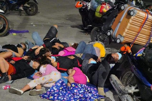 Dòng người đổ bộ từ Sài Gòn: Những cánh chim phiêu dạt xao xác tìm đường về - Ảnh 2.