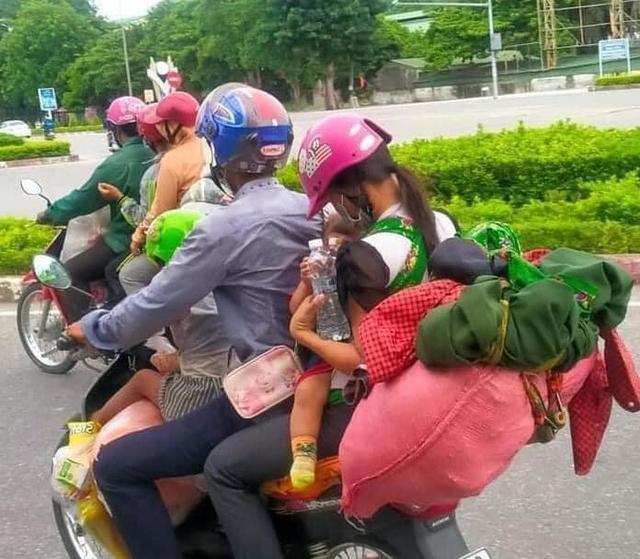 Dòng người đổ bộ từ Sài Gòn: Những cánh chim phiêu dạt xao xác tìm đường về - Ảnh 1.